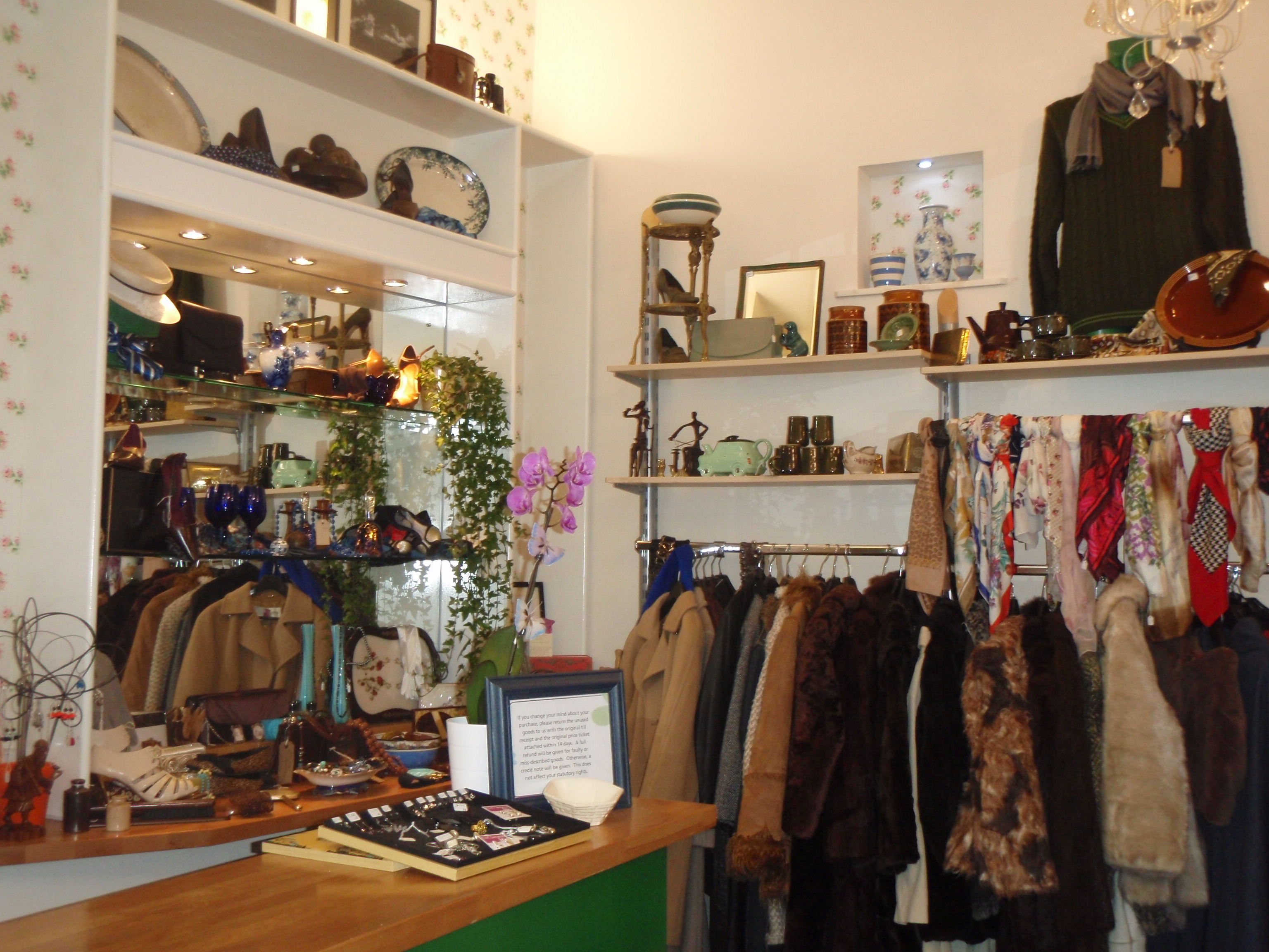 Vintage charity on gloucester road for Furniture charity shops