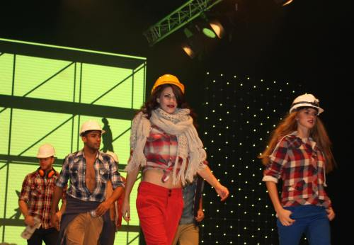 Republic shows the crowd how to 'work it' in denim, plaid and chunky knits