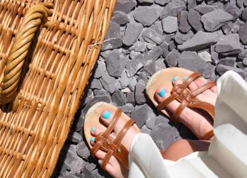 Turquoise toes