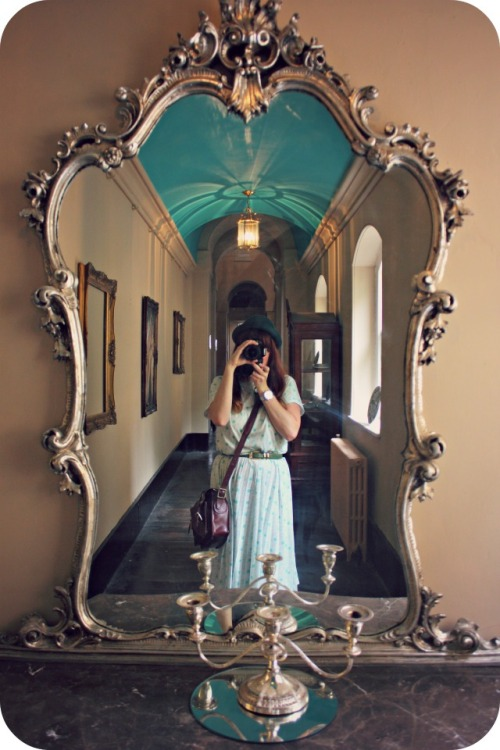 Ornate mirror selfie at Pretty Nostalgic magazine event